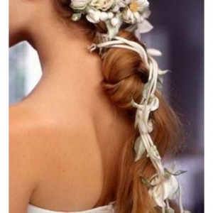 How to Use Flowers in Your Wedding Hairstyle