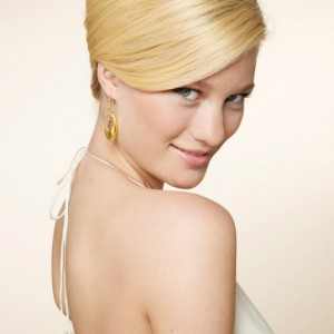 The Inspired Beehive Wedding Hairstyle with a Touch of the 60s